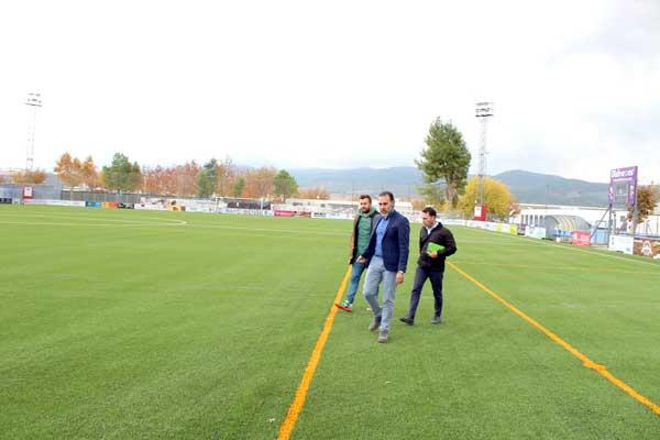 Finalitza la instal·lació de la gespa a l'estadi Vilaplana Mariel